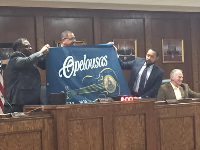 City Officials Presented with Tricentennial Flag